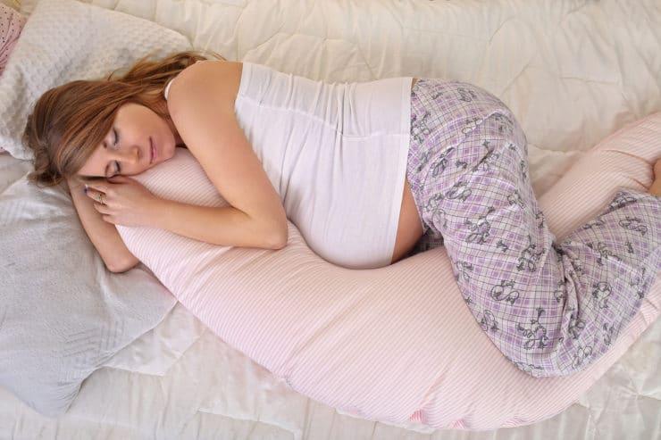 Should Pregnant Women Buy Pregnancy Pillows?